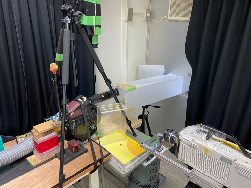 研究室での外側貼り付けの実験の様子